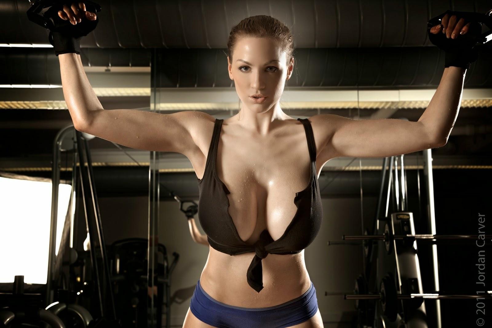 Сисястые спортсменки в спортзале — pic 2